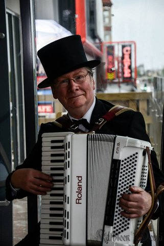 Hugh Barwell with accordion at Skegness
